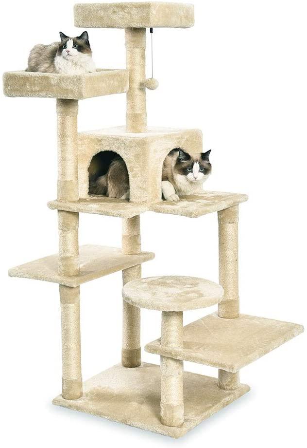 Torre en árbol con cerramiento para gatos