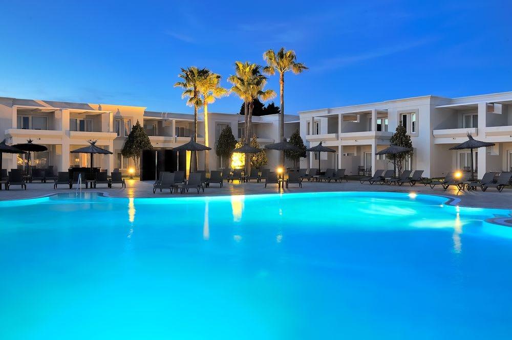 Resort 4 estrellas en Sancti Petri (7 al 10 de junio)